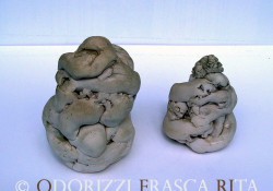 scultura_contemporanea_ceramica_ofri_serie_semi_titolo_maternita_abbracci_2_1990
