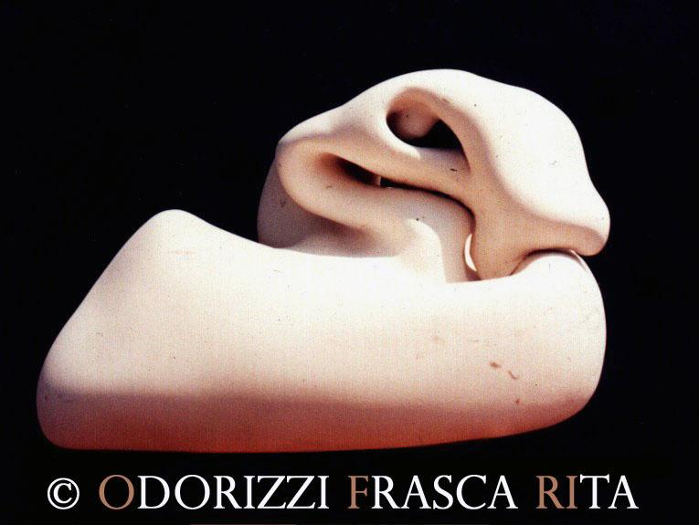 scultura_contemporanea_opera_arte_serie_uova_titolo_donna_chioccia_madre_di_tutteleuova
